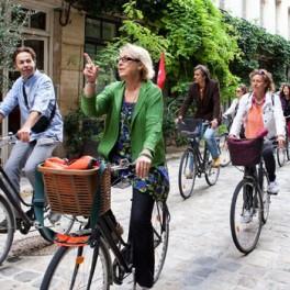 Balade à vélo dans Paris et dégustation au marché d'Aligre